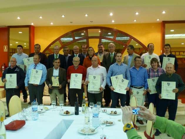 Fotografía de los galardonados con las Consejera de Agricultura, María Luisa Soriano