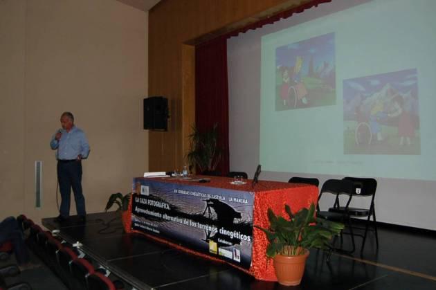 Santiago Sanz- Pastor ha comenzado su intervención explicando los efectos de la ausencia de naturaleza en los jóvenes a través del ejemplo de una serie de televisión.