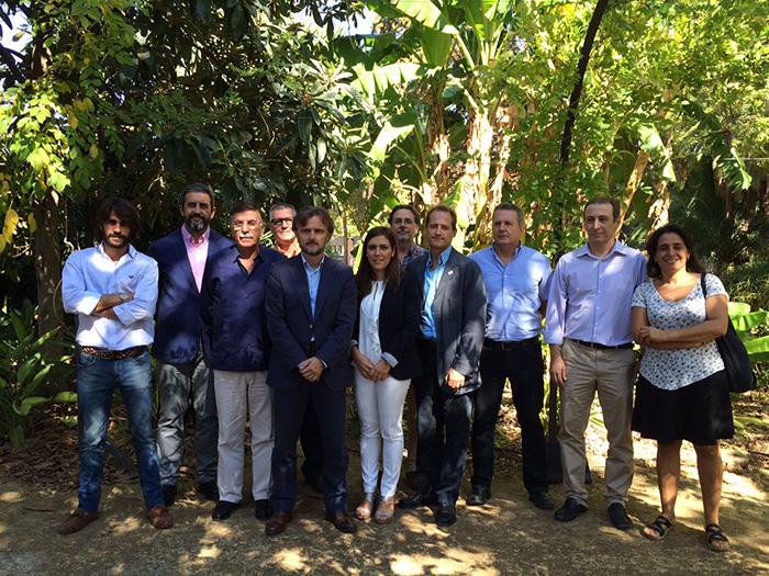 José Fiscal junto a los socios del futuro proyecto Life y los agentes sociales implicados en su conservación.