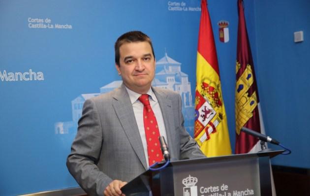 El consejero de Agricultura, Medio Ambiente y Desarrollo Rural, Francisco Martínez Arroyo, en su comparecencia ante la  Comisión de Agricultura y Desarrollo Rural de las Cortes de Castilla-La Mancha. (Foto: Alvaro Ruiz // JCCM)
