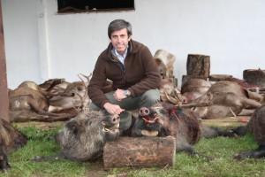 enrique con dos de los cochinos cobradosmancha iberica - posada vieja - monteria