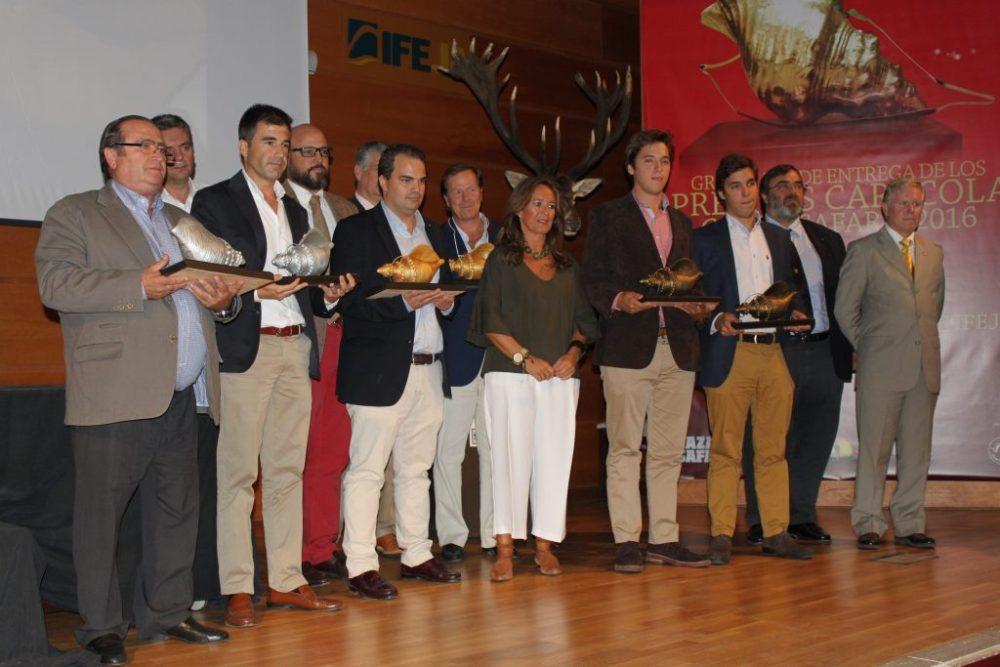 Foto de grupo de todos los premiados en la categoría de fincas abiertas.