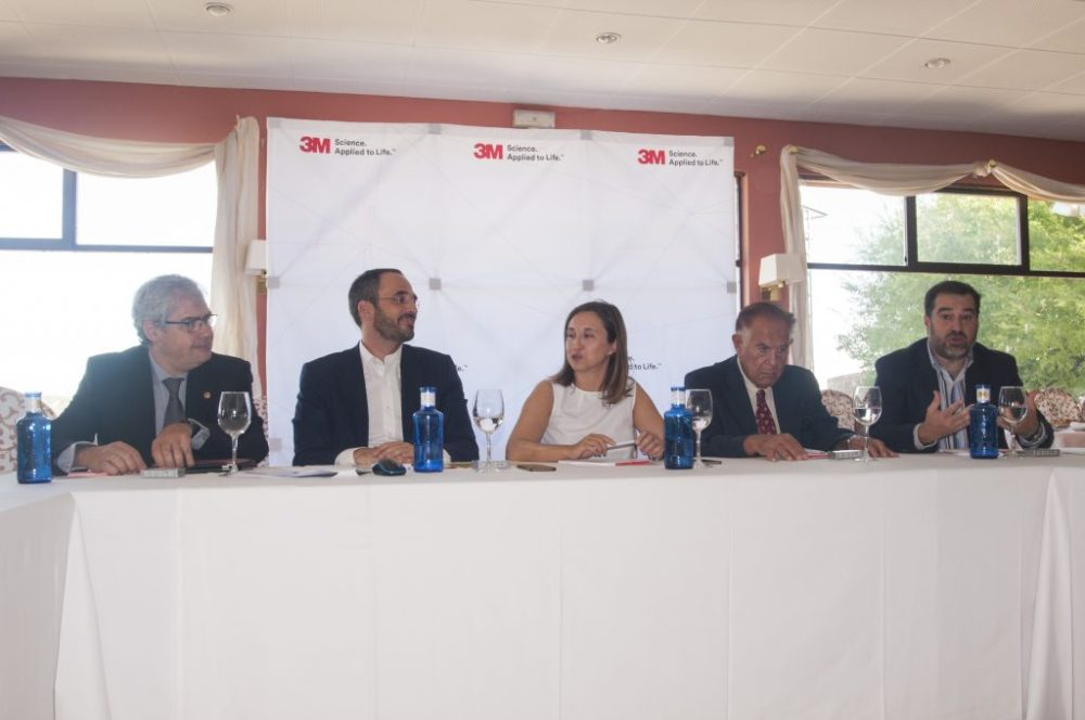 De izquierda a derecha, Dr. Raimundo Gutiérrez, Mikel Iriberri, Lola Fernández, Toni Sánchez Ariño y Manuel Campos.