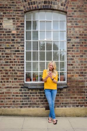caz-perry-winchester-model-iphonex-blonde-brickwall