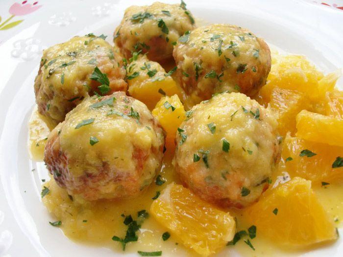 Albóndigas de salmón con salsa de naranja