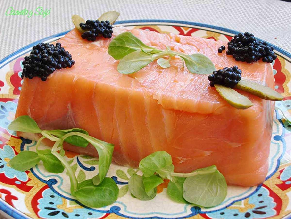 Pastel frío de salmón ahumado