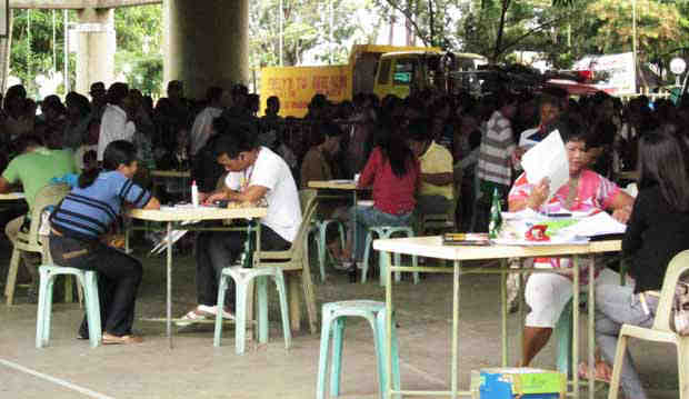 Prospective beneficiaries of Pantawid Pamilyang Pilipino Program get interviews. File photo.