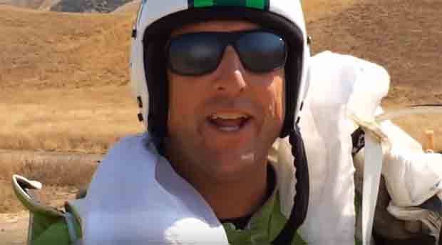 Veteran US skydiver performs historical stunt without parachute