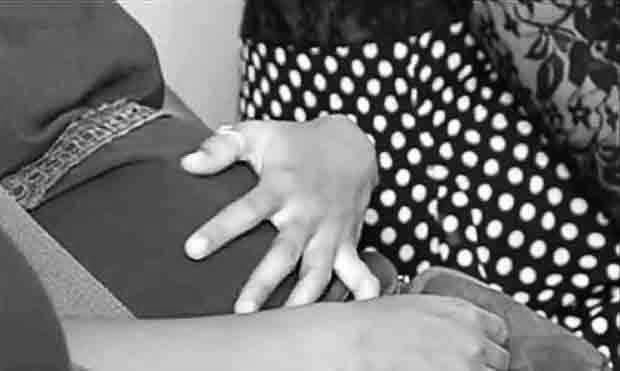 2016_0831_pregnant-girl-bw