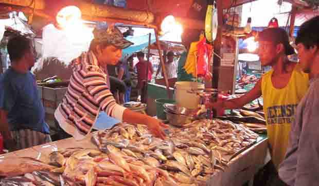 2016_0901_fish-vendor