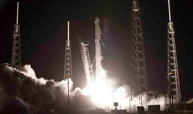 This is the live webcast of SpaceX resupply mission to ISS