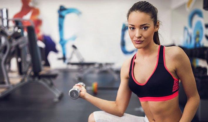 femme-tenue-de-sport-musculation