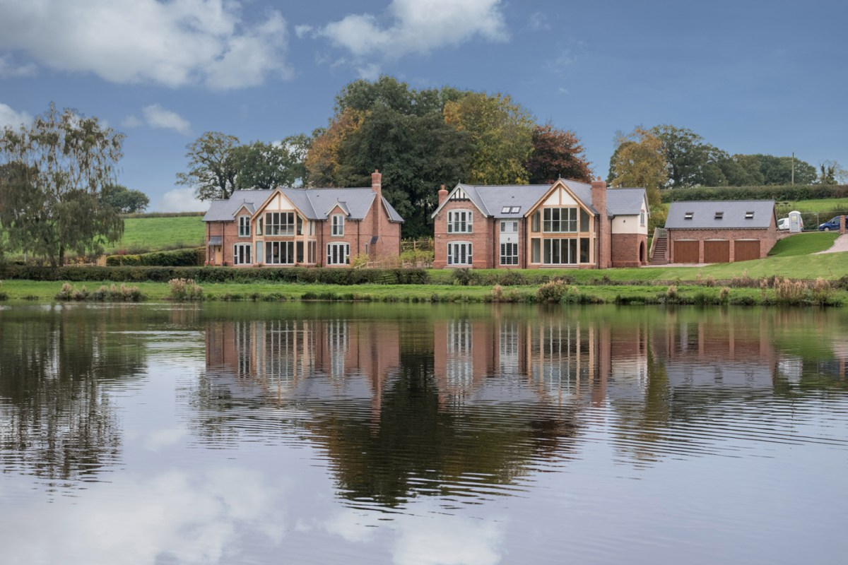 Luxury lakeside development achieves regional industry award