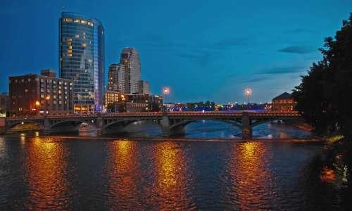 Grand Rapids_Grand River