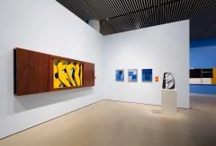 Udstillingsvue-Formen-Farven-Fladen-med-Robert-Jacobsen-skulpturen-Concrétion-fra-1953-1