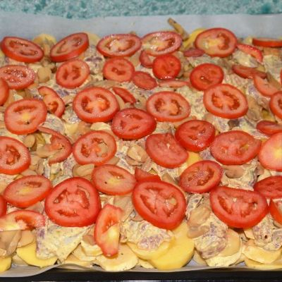 22-arrange-the-tomatoes-on-a-baking-sheet