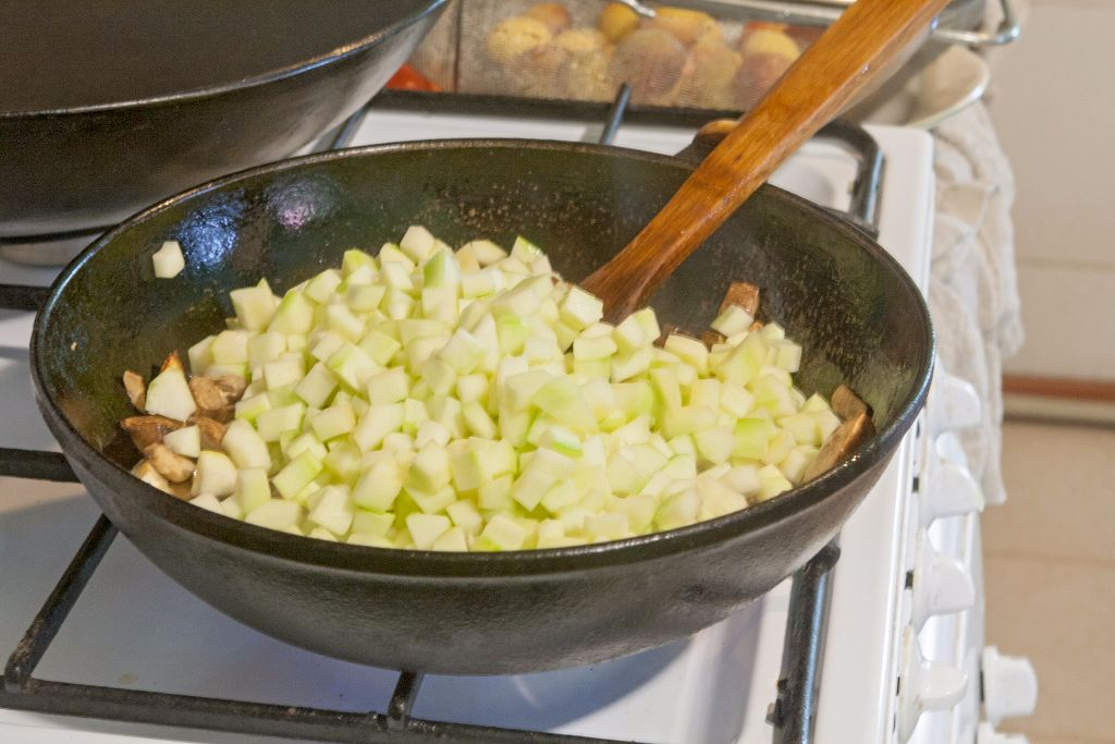 Mixing the zucchini into the stuffing