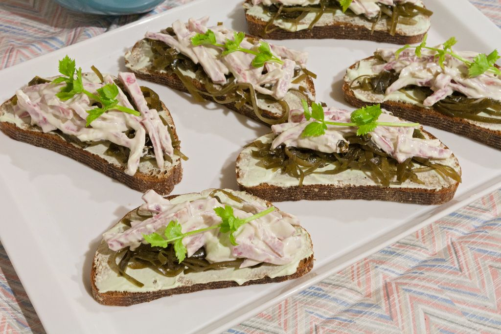Decorating the seaweed vegetarian sandwiches