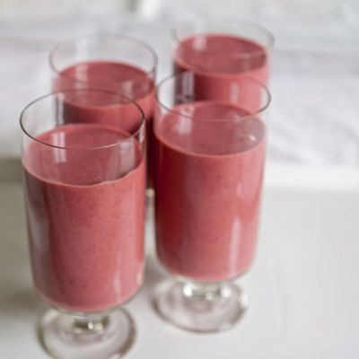 Serving the healthy smoothie with strawberries and milk thistle fiber