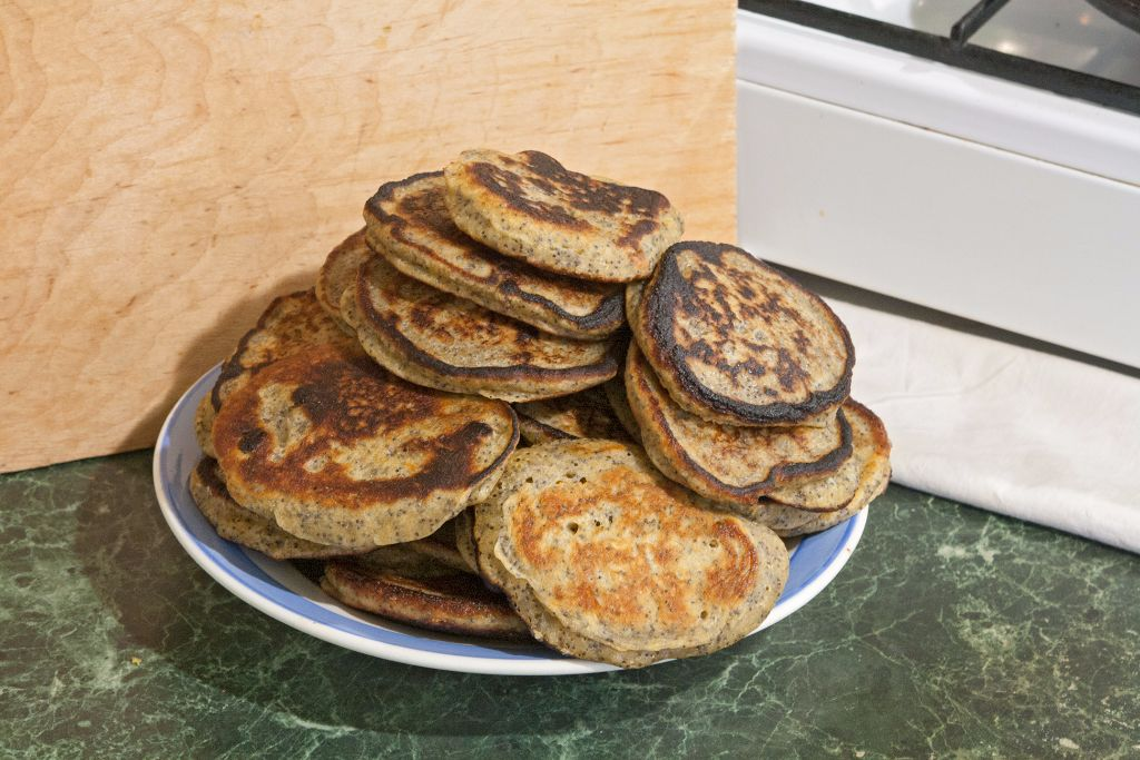 Serving the ready whole wheat pancakes with poppy seeds and raisins