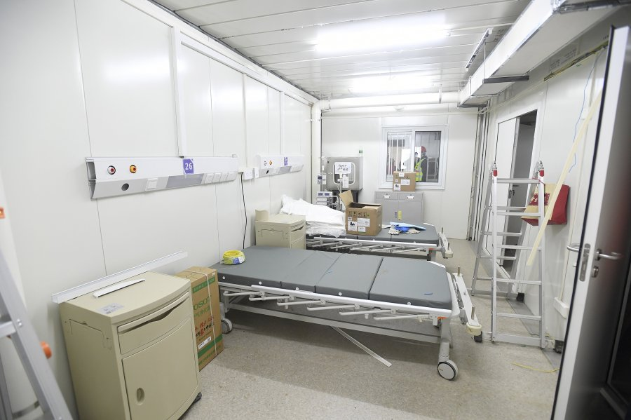 China builds new hospital, infuses cash into financial markets ...