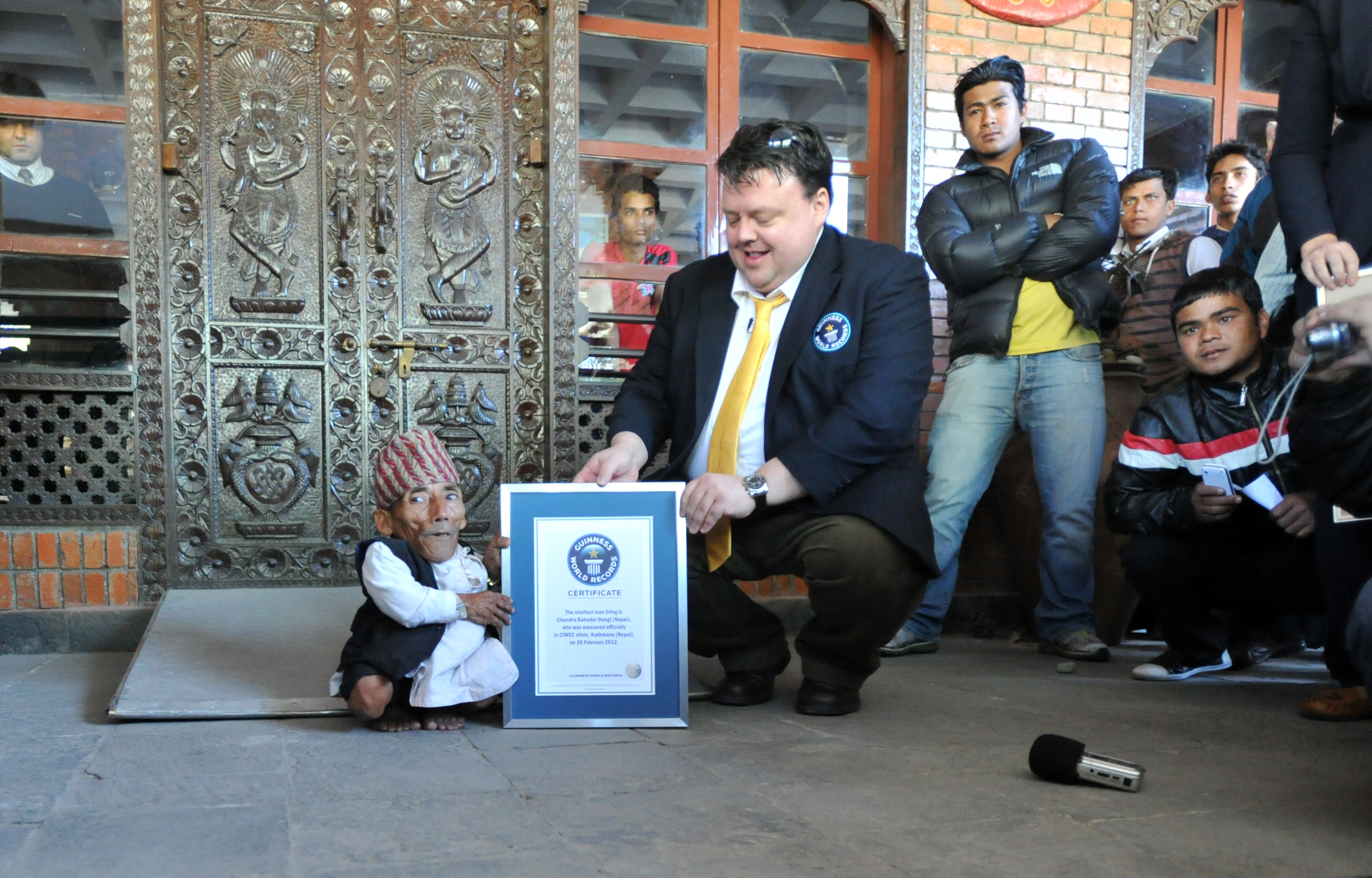 World S Shortest Man Is 21 5 Inch Tall Nepalese 72 Year
