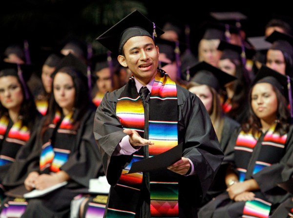 Hispanics Largest Minority In Colleges Study - Cbs