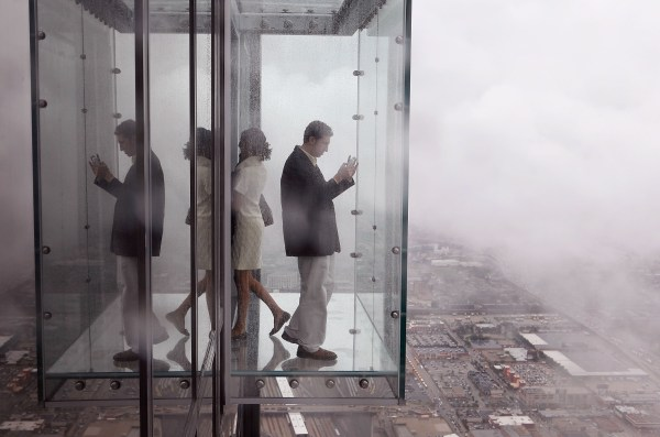"Part Of Willis Tower' ""ledge"" Cracks Under Visitors' Feet - Cbs"