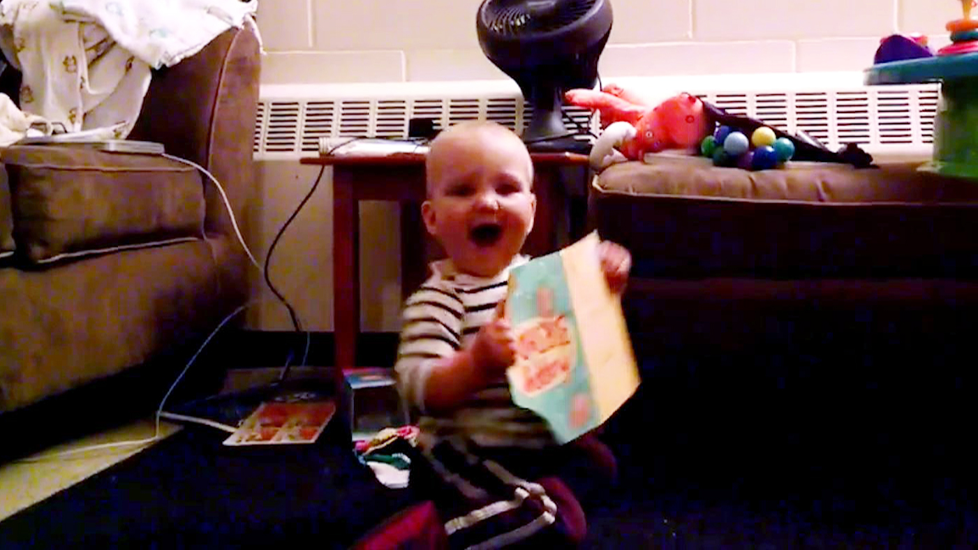 baby dances to her