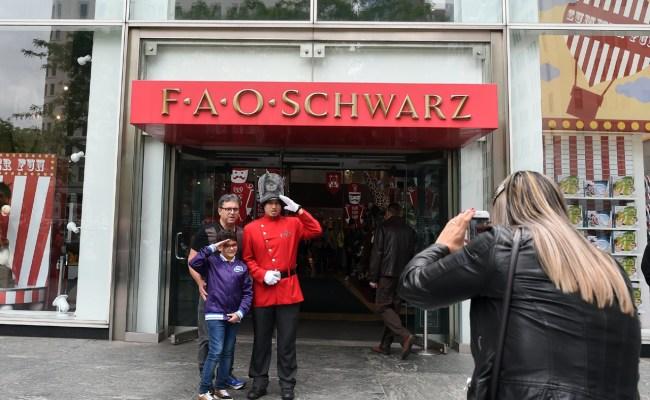 Farewell Fao Schwarz Iconic Toy Store Closing Cbs News