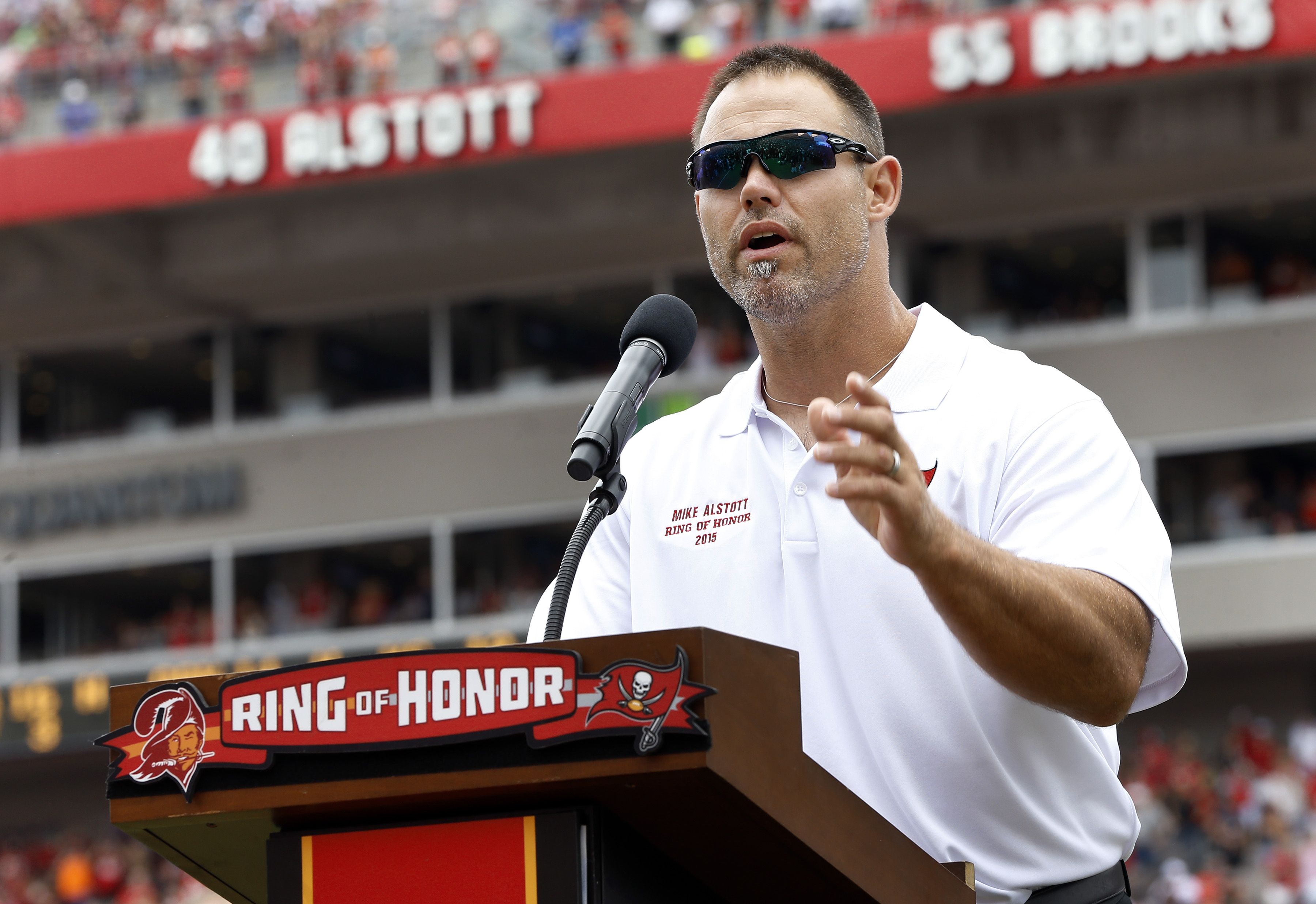 Ex-NFL star Mike Alstott speaks out about risk of ...