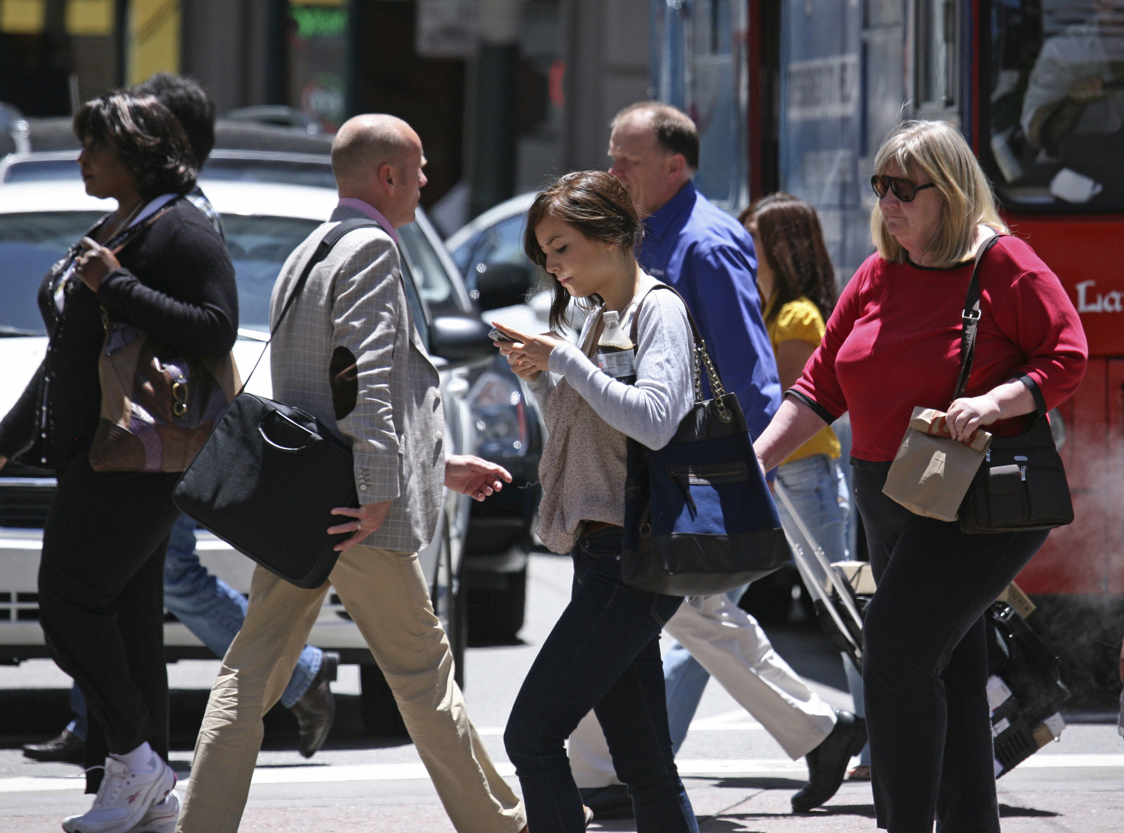 Report finds growing dangers of distracted walking  CBS News