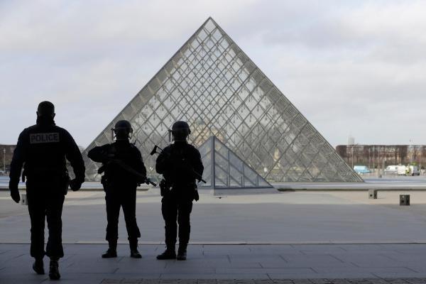 Paris Louvre Museum Attack Suspect Shot French Security