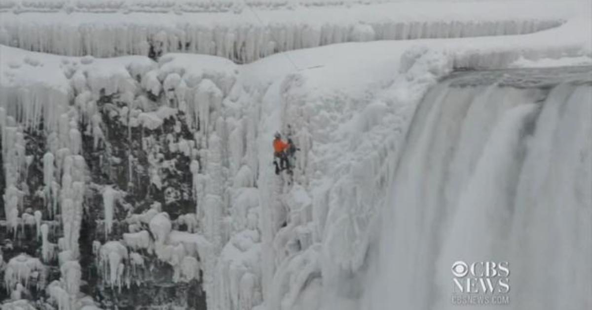 Live Niagara Falls Wallpaper Climber Scales Frozen Niagara Falls Videos Cbs News
