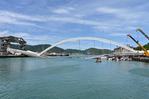 TAIWAN-ACCIDENT-BRIDGE