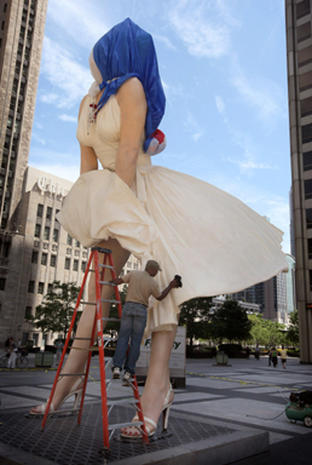 Upskirt Marilyn Monroe statue Art or trash  Photo 1