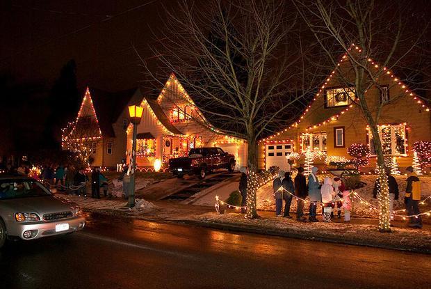 neighborhood with christmas lights Decoratingspecialcom