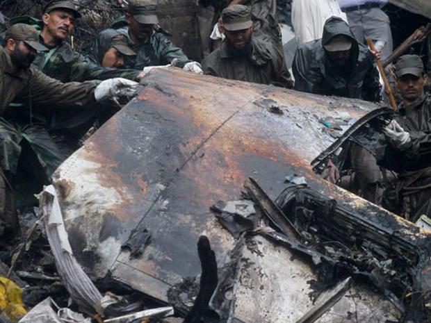 Pakistan Plane Crash Photo 16 Pictures Cbs News