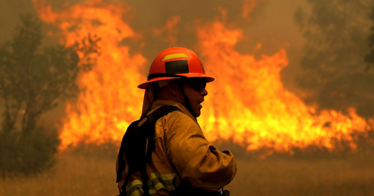 California wildfires kill firefighter as blazes force