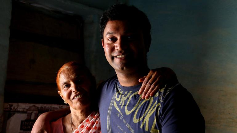 saroo-and-mom.jpg