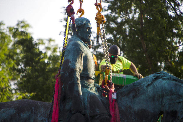 Statue of Confederate Gen. Robert E. Lee taken down in Charlottesville