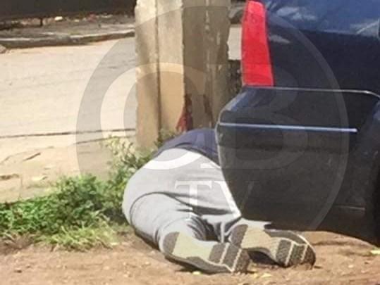 Sujetos a bordo de un vehículo dieron muerte a joven transeúnte en Uruapan