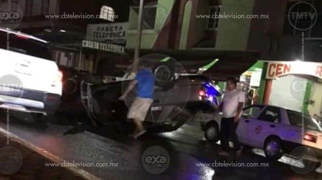 Auto vuelca aparatosamente en Nva. Italia, el chofer sale vivo de milagro