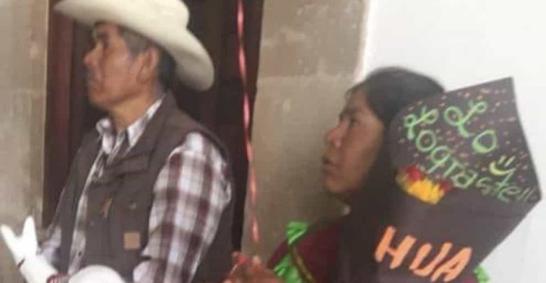 'Lo lograste, hija': El mensaje de unos padres indígenas a su hija graduada