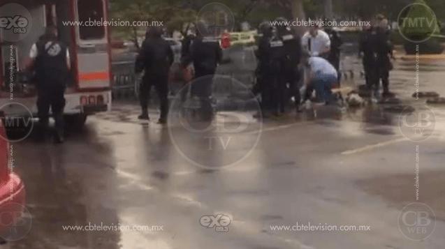 Hombre es asesinado en el estacionamiento de plaza comercial