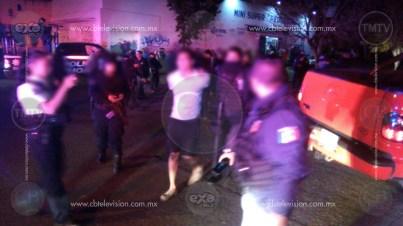 Policías y delincuentes protagonizan balacera en Villas del Pedregal