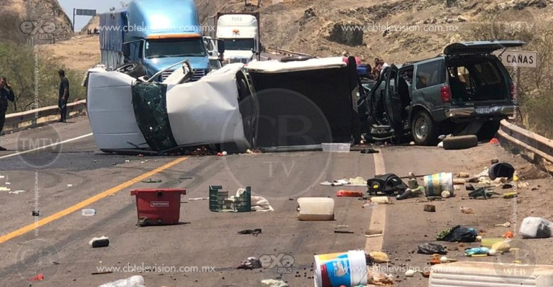 "Encontronazo deja una muerta y ocho heridos en la ""Autopista de la muerte"", la Siglo XXI"