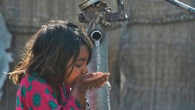 Estudiantes crean condensador de aire que produce agua potable