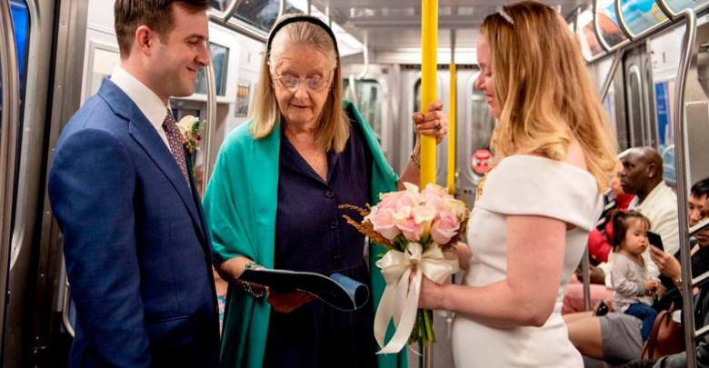 Fotos: Pareja se casa en un vagón del metro