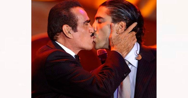 """Alejandro Fernández apoya a su padre por rechazar """"hígado de gay"""""""